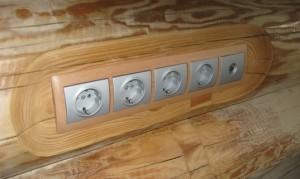 скрытые розетки в деревяном доме