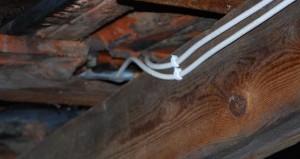 Скобы в деревяном доме