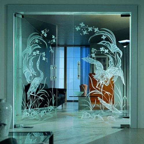 Nedostatki stekljannyh majatnikovyh dverej