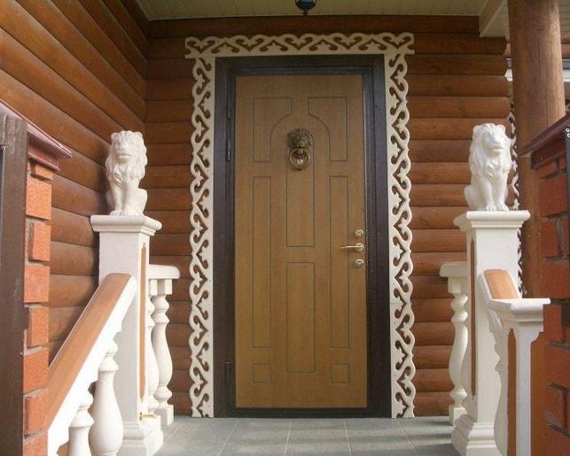 Vhodnye metallicheskie dveri v zagorodnyj dom-min