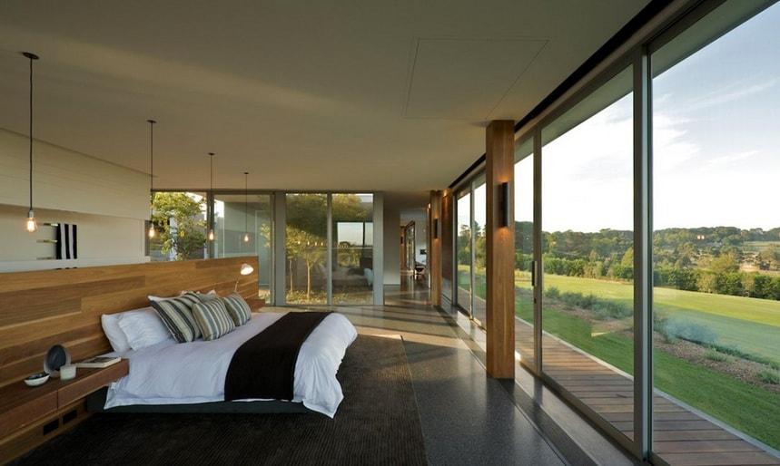 panoramnoe okno v spal'ne