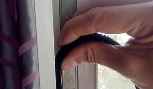 zamena uplotnitelja balkonnoj dveri