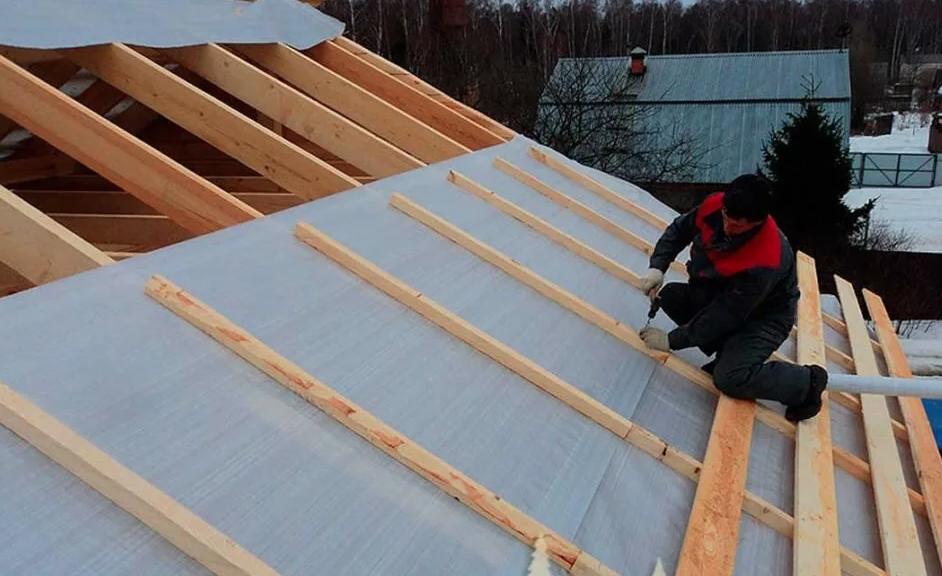 Монтаж изоспана на крышу